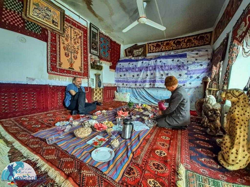 سفره خانواده ای ترکمنی
