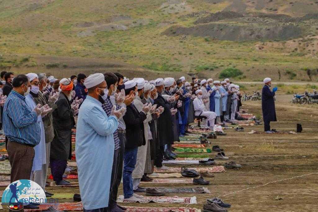 نماز قوم ترکمن در دوران کرونا در فضای باز