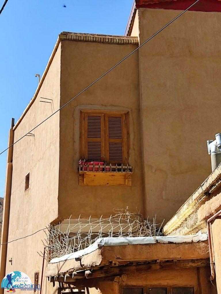 پنجره خانه روستایی
