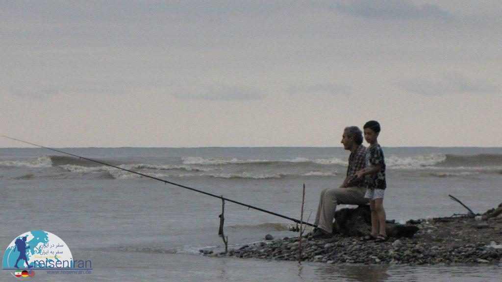 ماهیگیری با قلاب در دریای مازندران