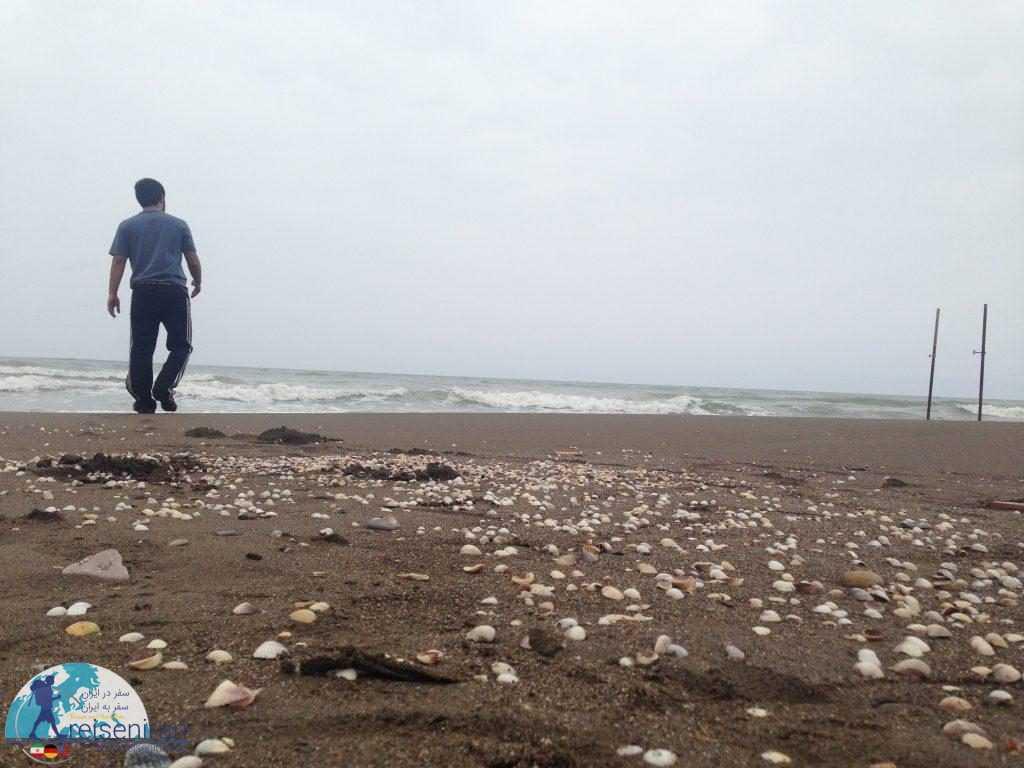 پیاده روی در ساحل دریای مازندران