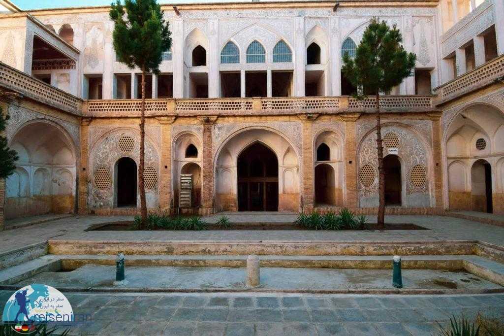 حیاط خانه عباسیان