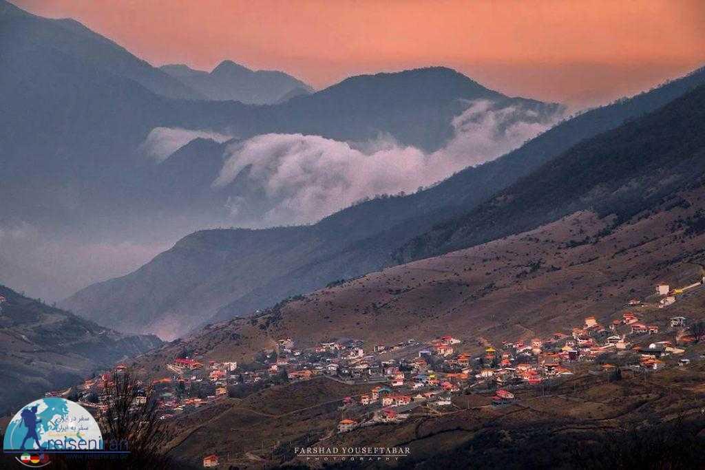 خانه های ویلایی در دامنه رشته کوه البرز