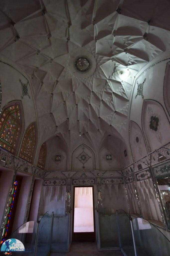 گچ بری و آینه کاری های زیبای خانه عباسیان