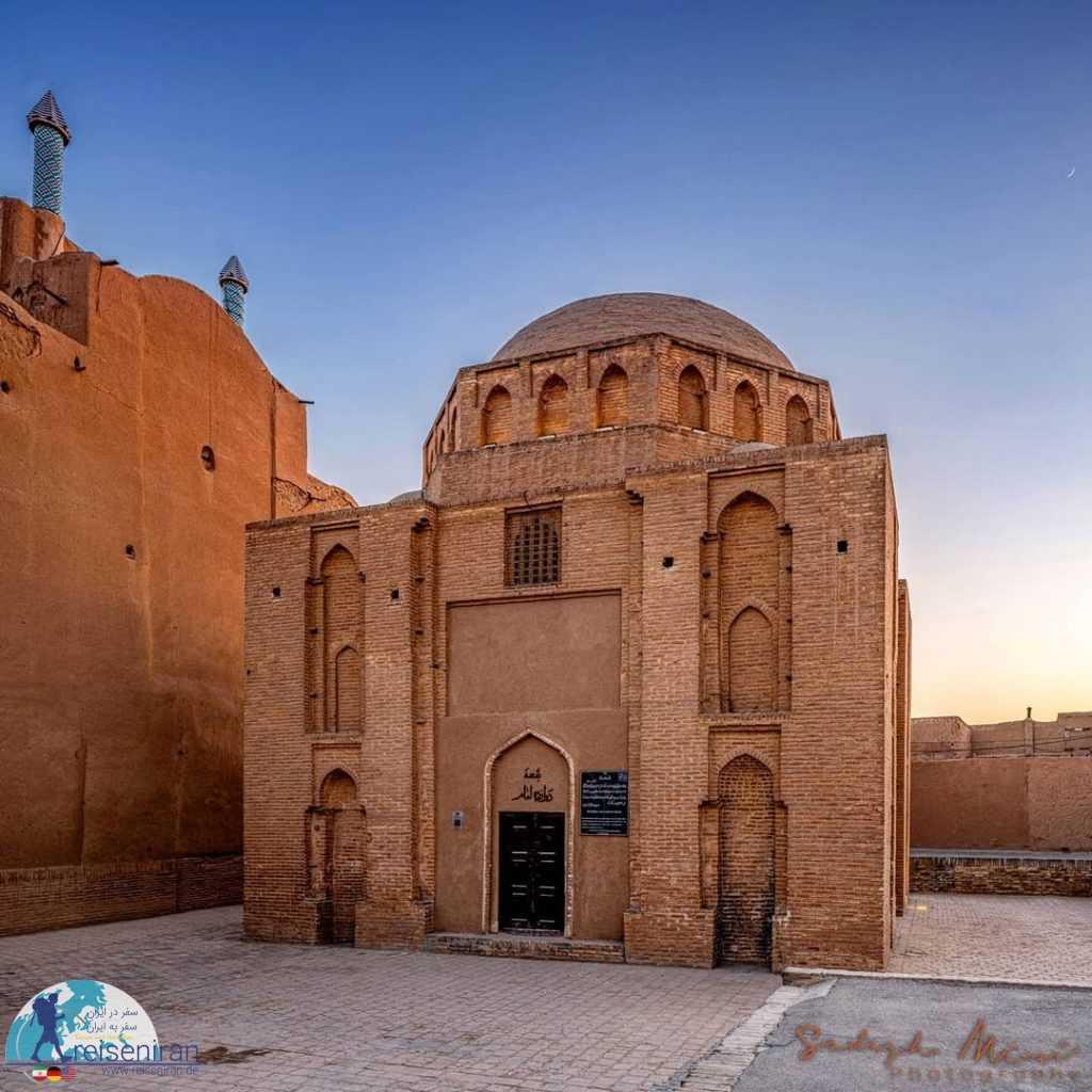 مقبره دوازده امام یزد
