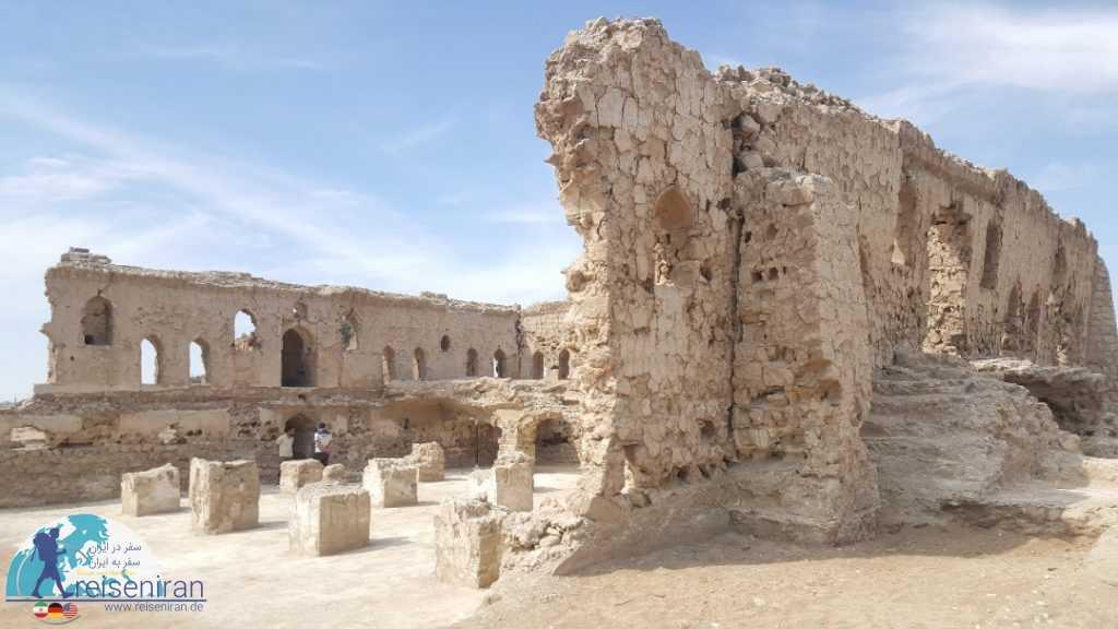 باقی مانده مسجد دو طبقه بندر کنگ