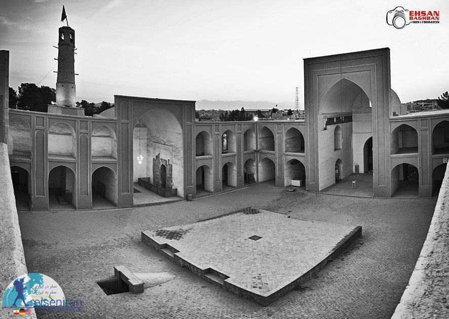 حیاط مسجد جامع ابرکوه