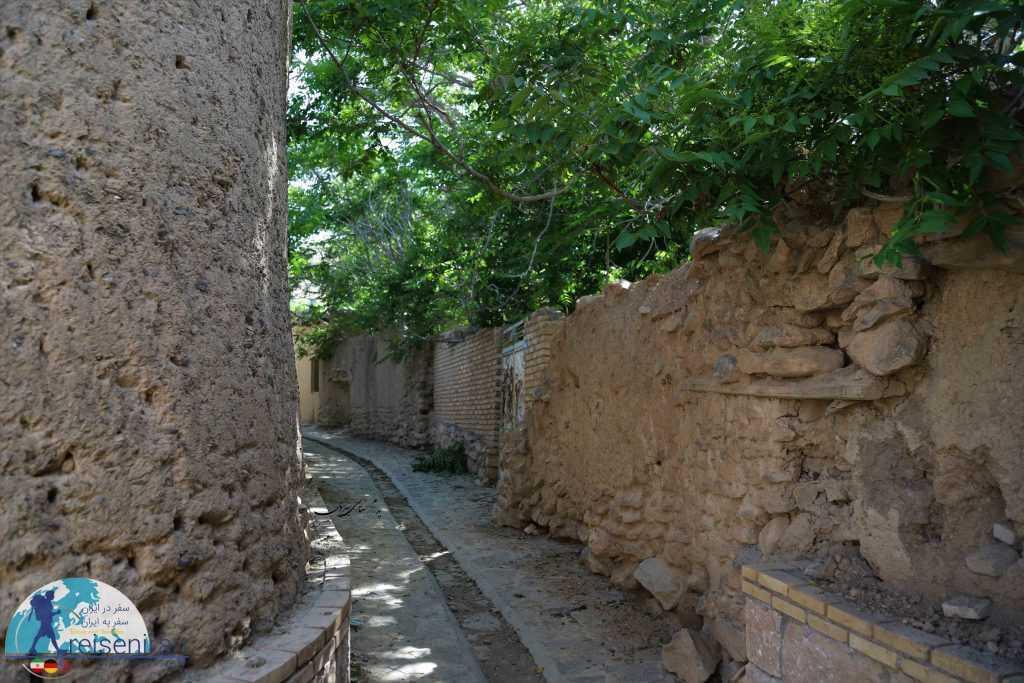 دیوارهای کاهگلی روستا وانشان