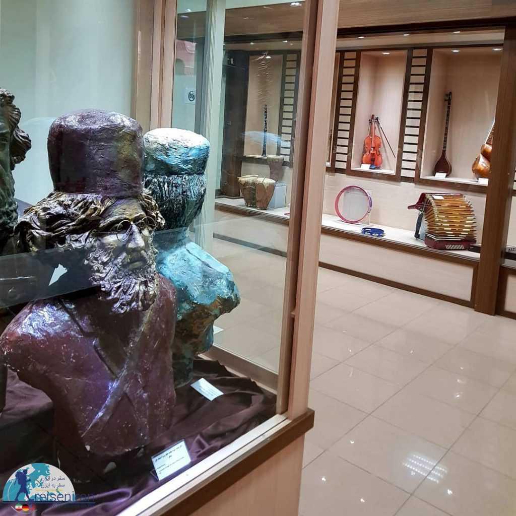 سردیس میرزا در موزه شهر رشت
