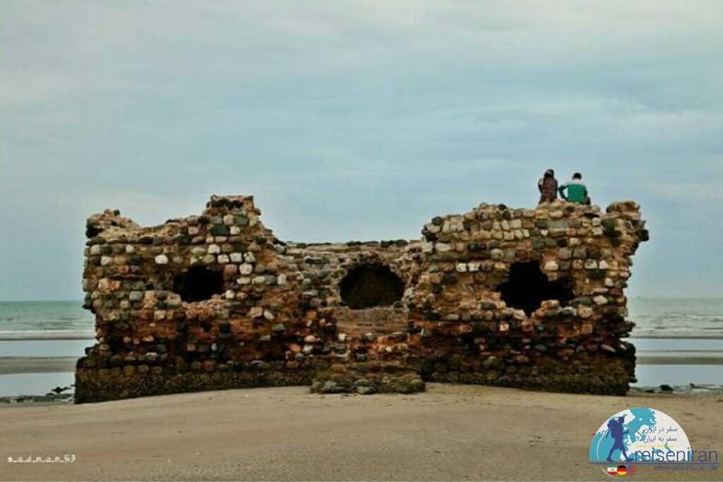 جامانده های رها شده قلعه پرتغالی ها بندر کنگ