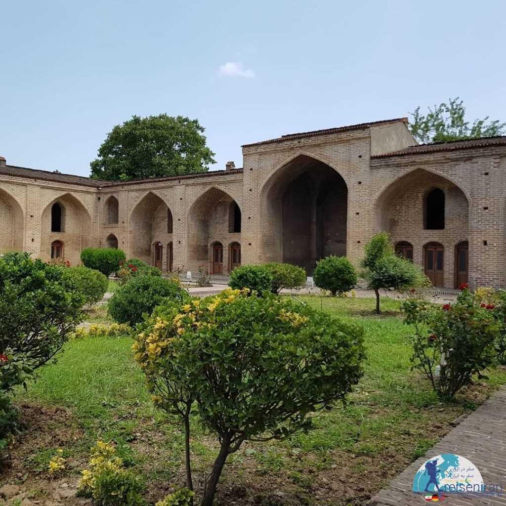 حیاط مجموعه تاریخی فرح آباد