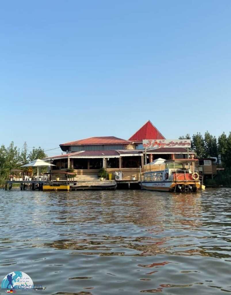 رستوران وسط آب در انزلی