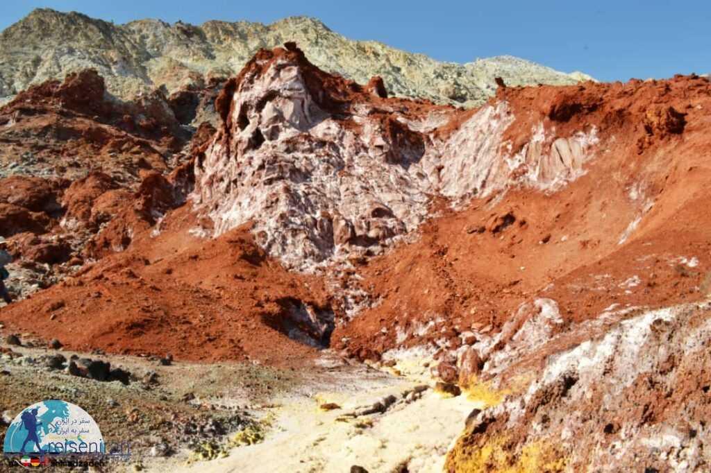 رنگ های مختلف خاک دره زعفرانی