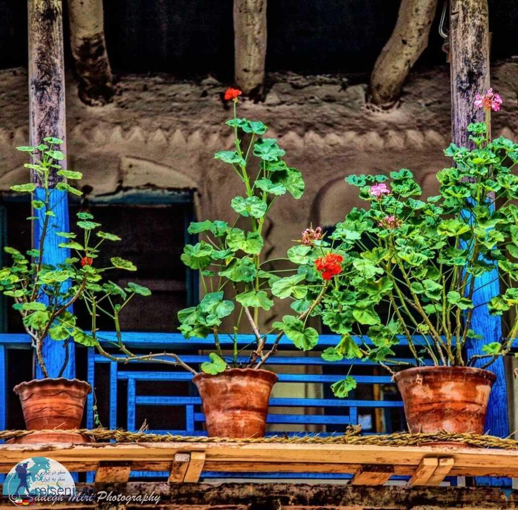 شمعدانی در یک خانه روستایی