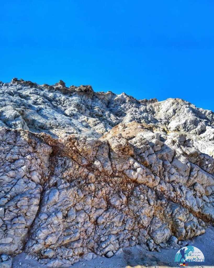 عکس کوه نمکی یا برفی هرمز