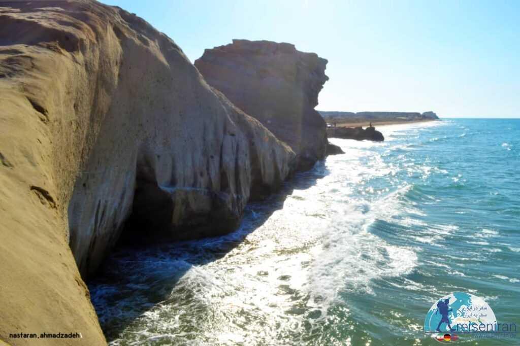 نمایی از غار ساحل بنود