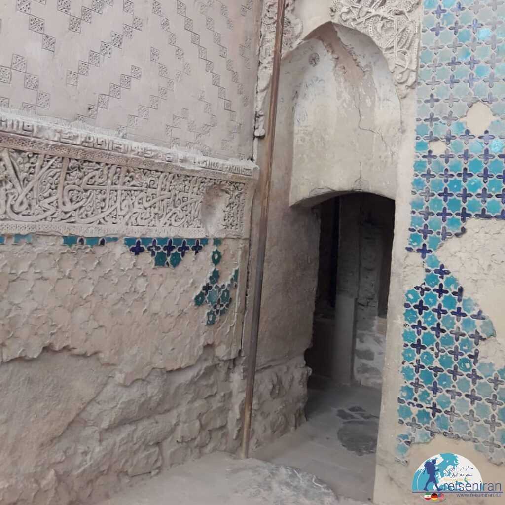 کاشی کاری های مقبره پیربکران فلاورجان اصفهان