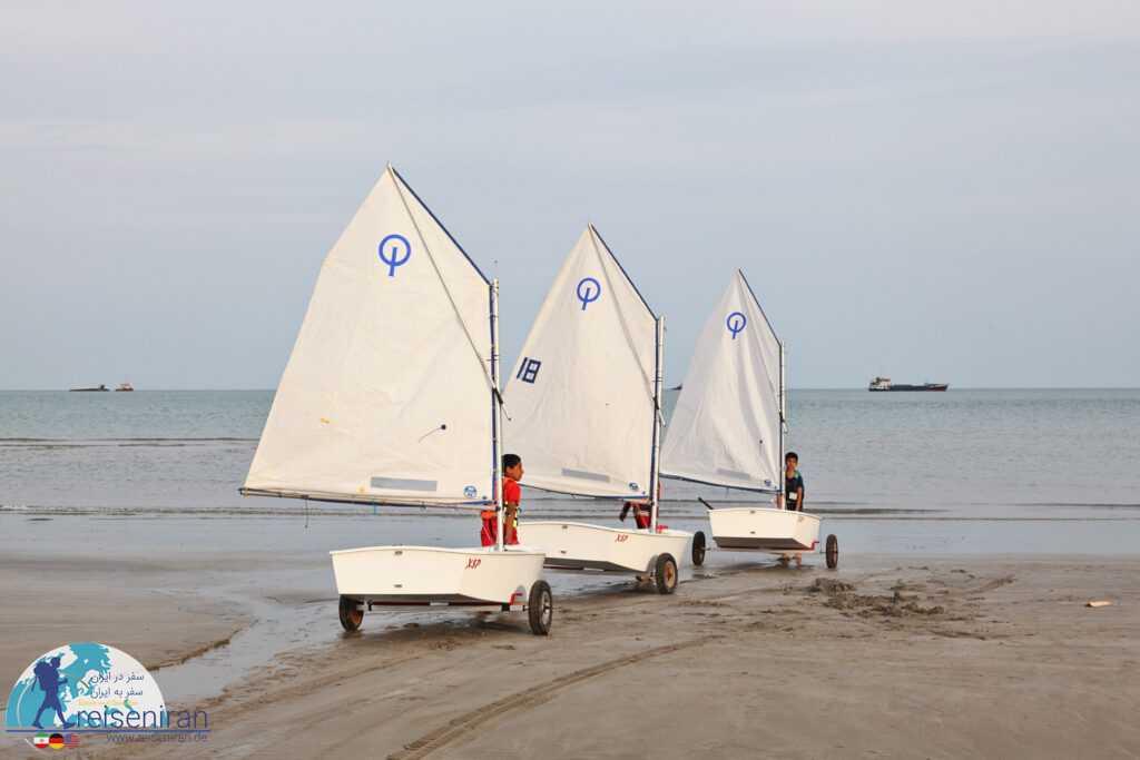 تفریحات در ساحل بندرلنگه