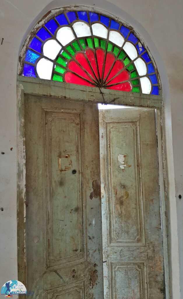 درب چوبی بنای قدیمی شهرداری بندرلنگه