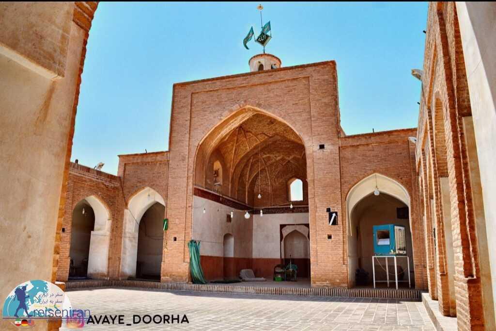 حیاط مسجده جامع میانده بشرویه