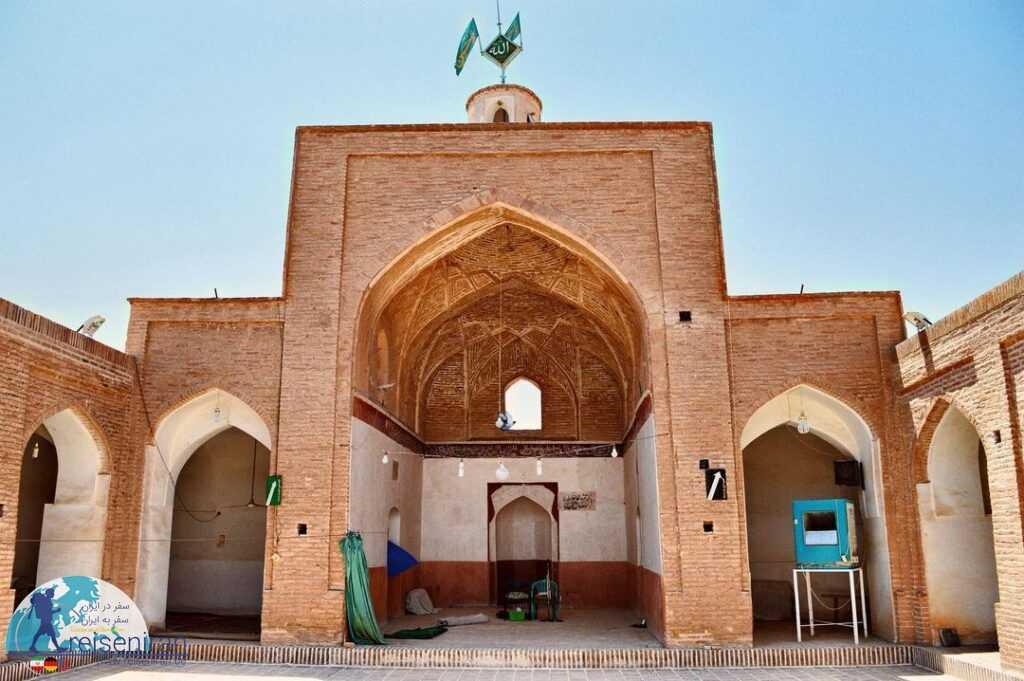 صحن تابستانه مسجد میانده بشرویه