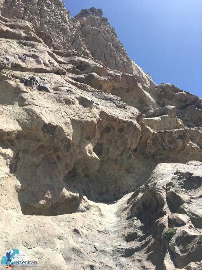 فرسایش سنگ اطراف غار ایوب