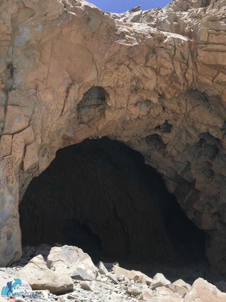 ورودی غار ایوب کرمان