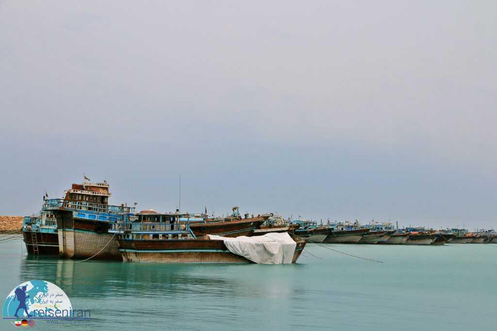 کشتی های در اسکله بندرلنگه