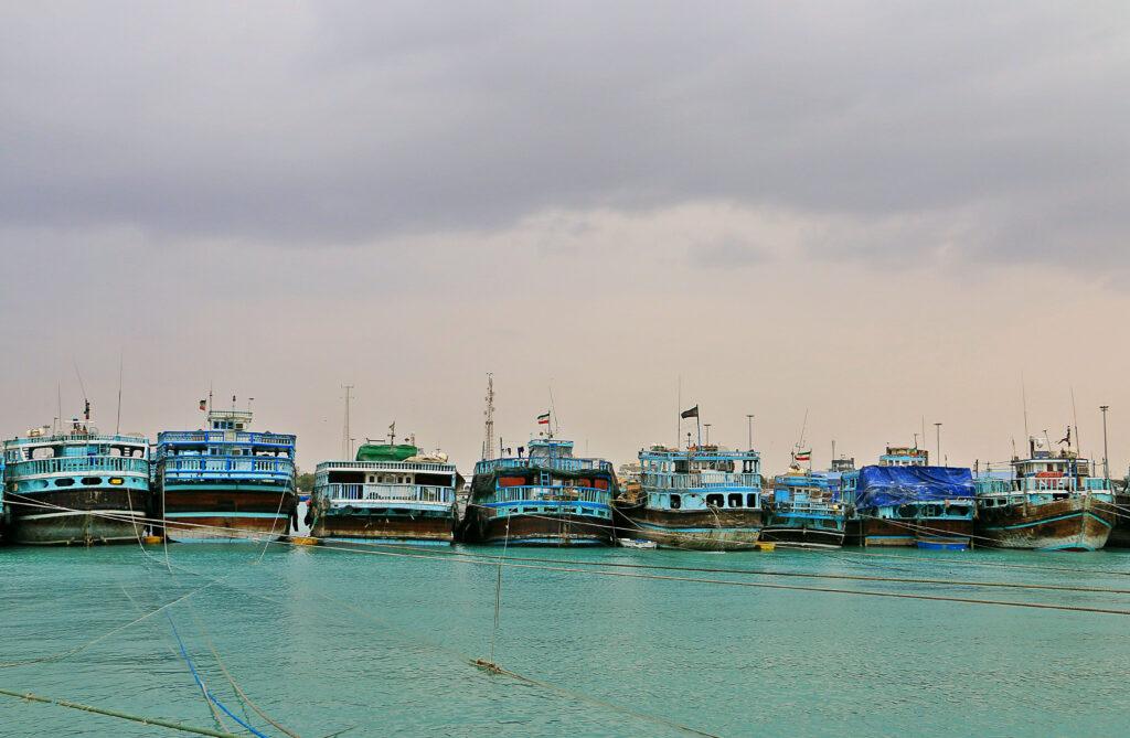 کشتی های در اسکله بندر لنگه