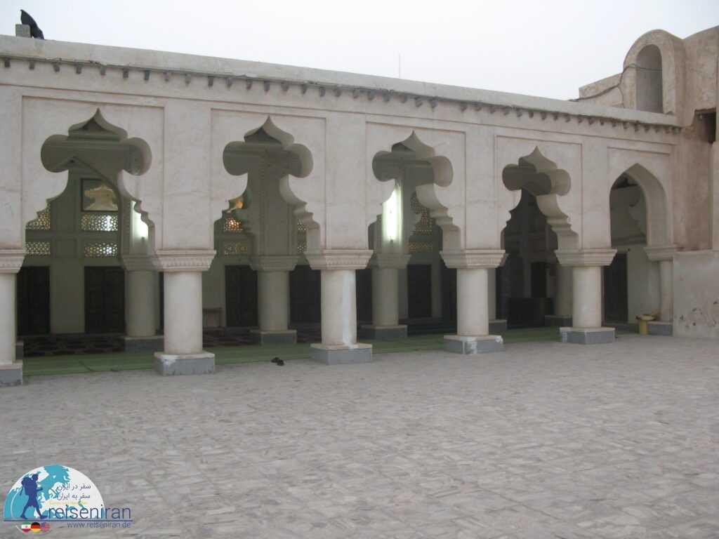 صحن تابستانی مناره مسجد ملک بن عباس بندرلنگه