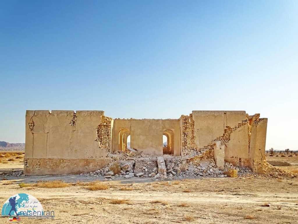 خرابه های قلعه فکری روستا پارو