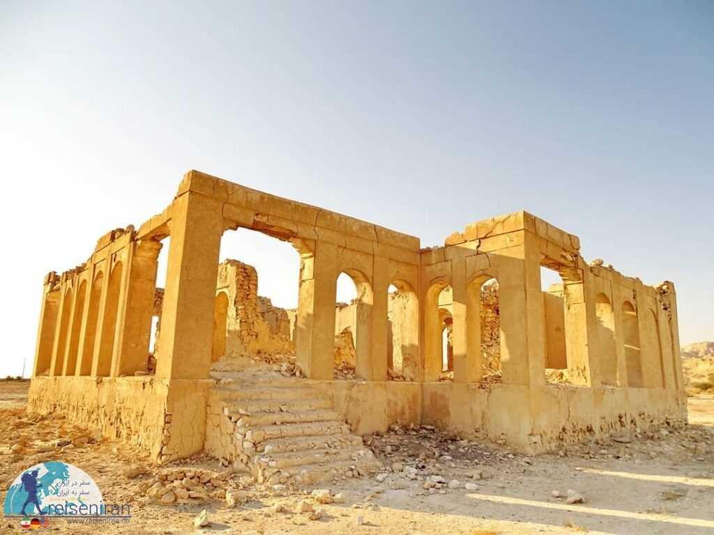 قلعه فکری روستای پارو