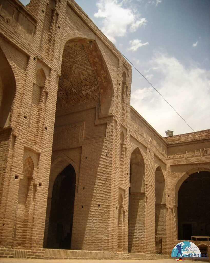 حیاط مسجد جامع زواره