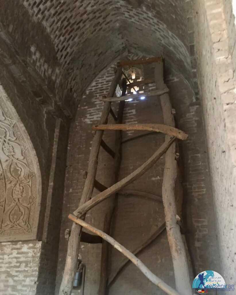عکس داخل مسجد جامع زواره