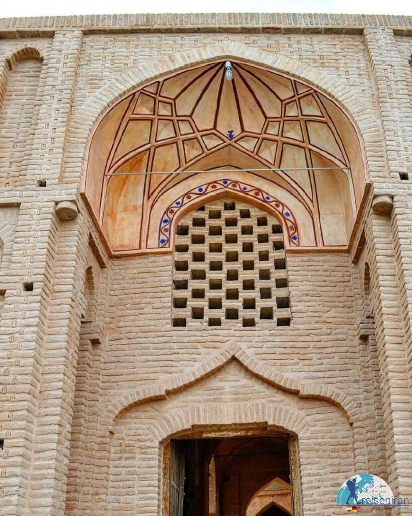 ورودی مسجد جامع زواره